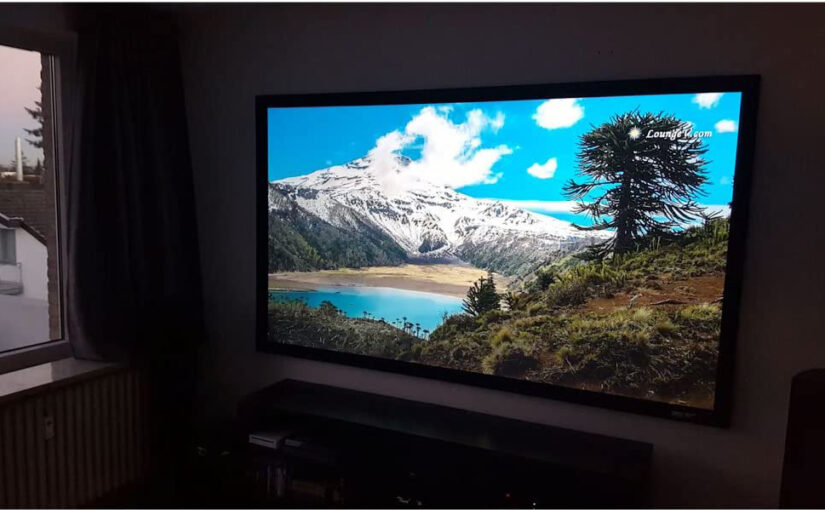 How to Choose the Right Projector Screen