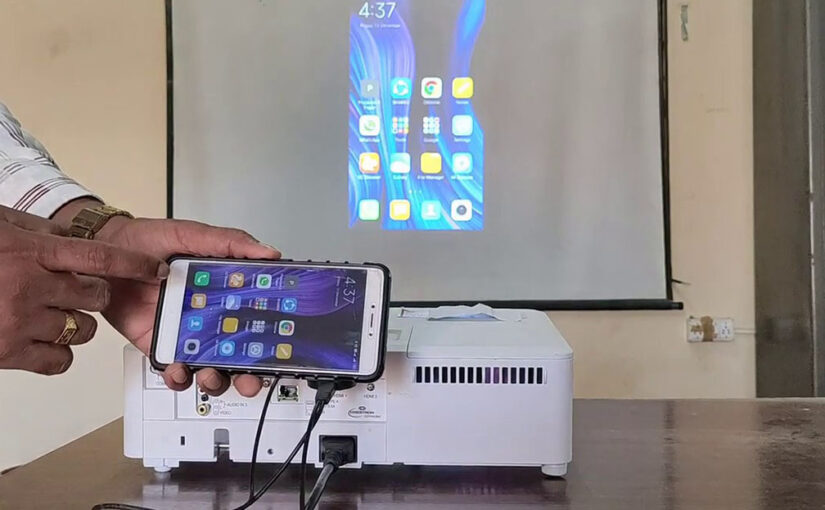 How to Connect an Android Phone to a Projector via USB?